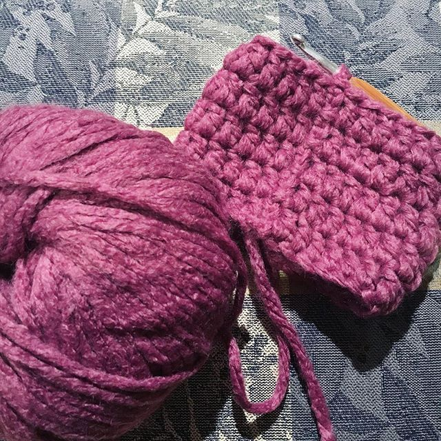 DIY to Make Crochet Leg Warmers for your Chair