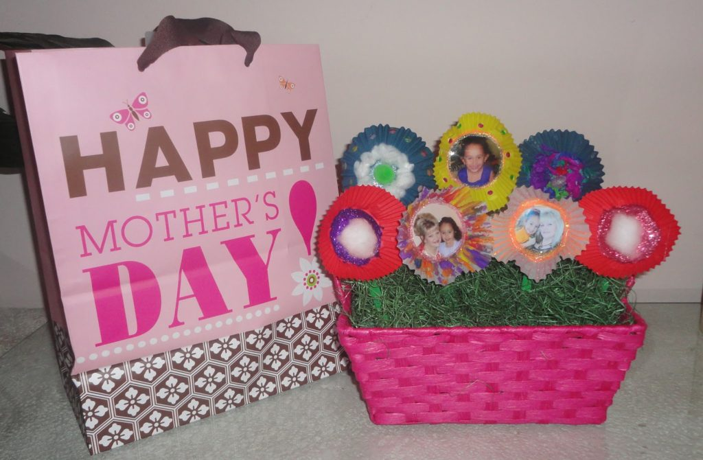 Mother's Day Ideas - Cupcake Liner Flowers