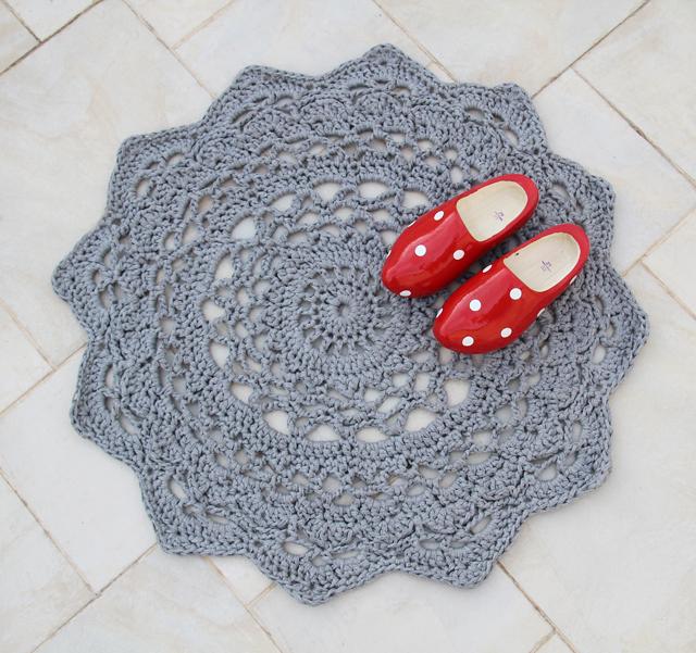 doily rug pattern