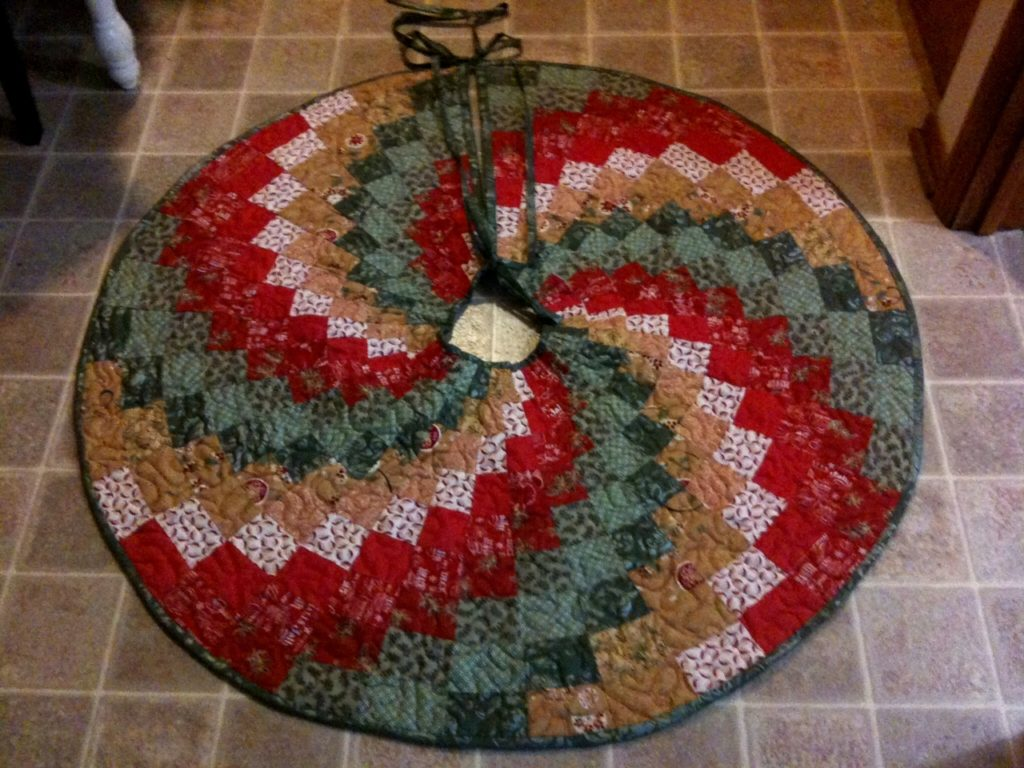 28 Beautiful Patterns Of Quilted Christmas Tree Skirt The Funky Stitch