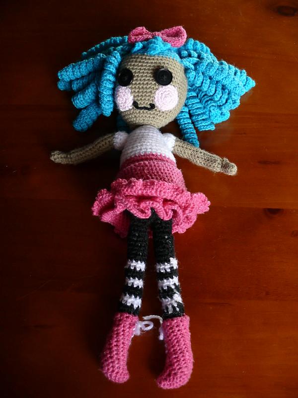 Pink skirt doll pattern