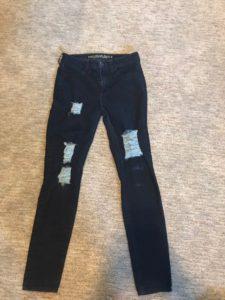DIY to Make a Torn Skinny Jeans