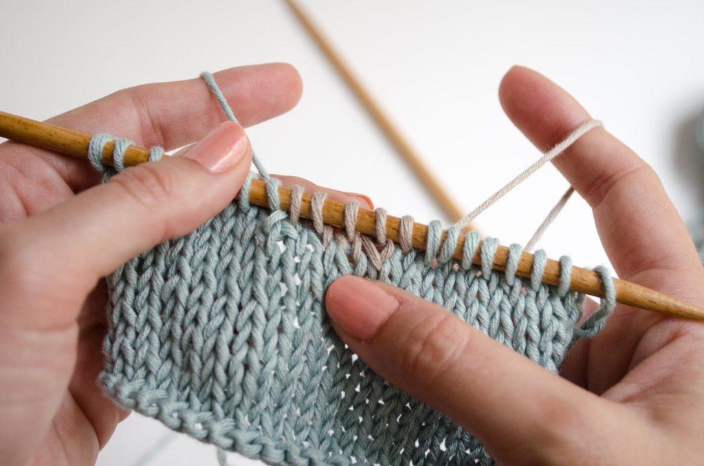 Simple Technique to Knit Intarsia