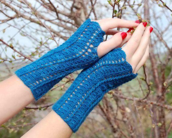 Tulip Fingerless Gloves by Nomad Stitches via Ravelry