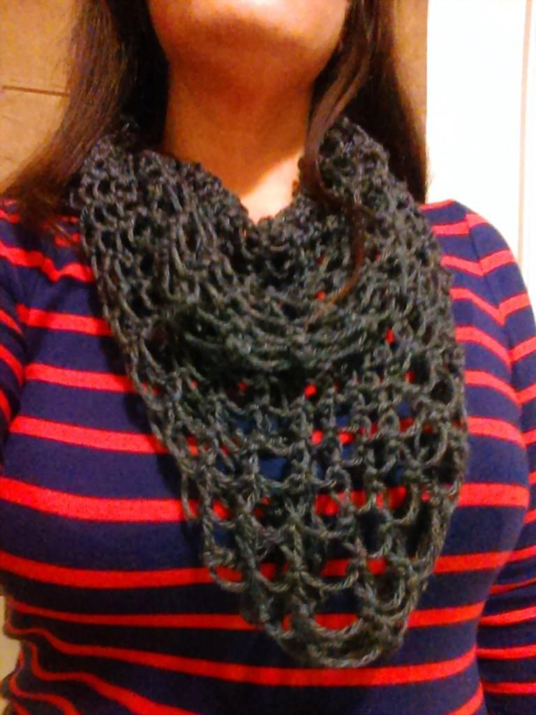 Make a Wrappable Scarf With Loom Knitting