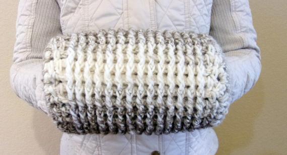 Winter Crochet Muff Pattern