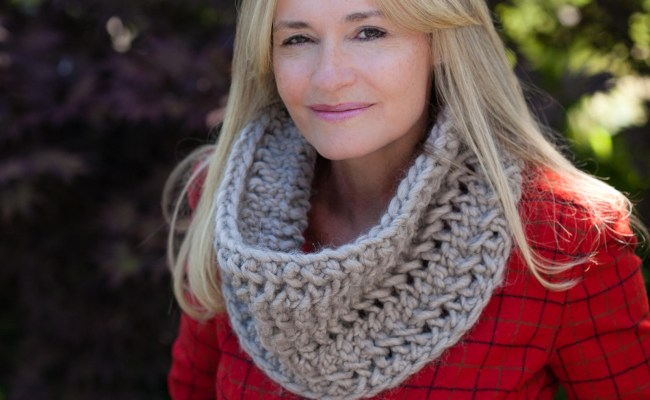 Loom Knit an Oversized Cowl